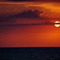багровым пламенем пылают небеса :: Елена Назарова