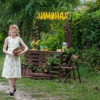 Девочка с лимонами... :: Марина Климович