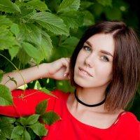 Красивая девушка в парке :: Eleonora *****