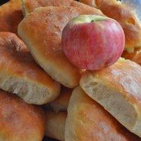 Пироги с яблоками :: galina tihonova