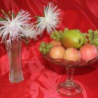 Астры белые с фруктами :: Наталья Золотых-Сибирская