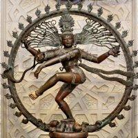 Многорукий бог Шива, олицетворяющий начало всего. :: Сергей
