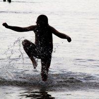 Танец на воде :: Марина Кириллова