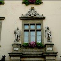 Над входной, парадной дверью :: Galina Belugina
