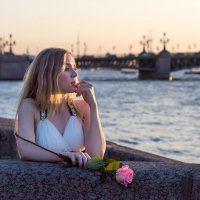 Дама с розой :: Сергей Добрыднев