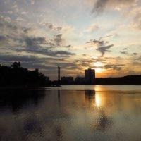 Вариации на тему заката на городском пруду :: Андрей Лукьянов