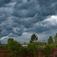 Была гроза и молнии сверкали , дождь сильный лил  и ветер волком выл :: Валентина Папилова