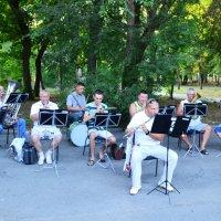 В городском саду играет духовой оркестр :: Владимир Болдырев