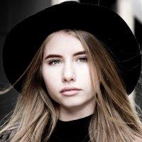 Девушка в шляпе :: Вероника Князева