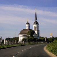 Храм за поворотом :: Юрий Григорьевич Лозовой