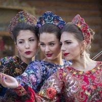 Три девицы на айфон... :: Екатерина Рябинина