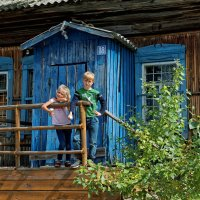 Крыльцо старого магазина :: Дмитрий Конев
