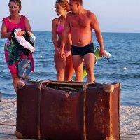 The Box - пляж эмоций. Чемоданное настроение... :: Александр Резуненко