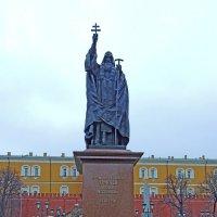 Памятник священномученику Ермогену, патриарху Московскому и всея России, в Александровском саду :: Александр Качалин