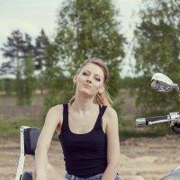 Девушка на мотоцикле :: Иван М