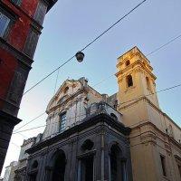 Геометрические эксперименты у церкви в старом городе на закате :: M Marikfoto