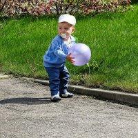 Малыш в кепке  с соской (случайный снимок) :: Милешкин Владимир Алексеевич