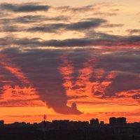 И вновь закат над над городом :: Валентина Папилова