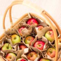 Корзина с яблоками :: Елена Дорогина