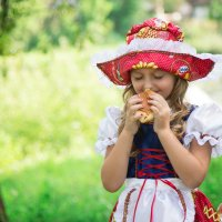 Сяду на пенек, съем пирожок! :: Елена Князева