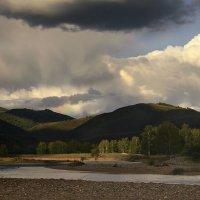 Дождливые горы :: Сергей Жуков