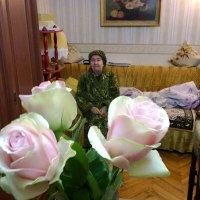 Ваза с розами в интерьере :: Андрей