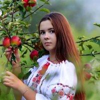 в саду :: Наталья Малкина