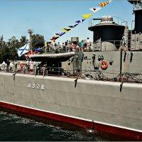 Корабль Черноморского флота впервые прошёл под Крымским мостом :: Кай-8 (Ярослав) Забелин