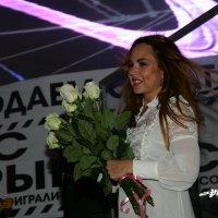 Белые розы для МАКSИМ :: Олег Шабашев