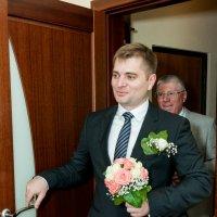 Жених впервые видит невесту в свадебном платье :: Сергей Звягинцев
