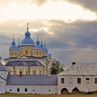 О. Коневец. Рождество-Богородичный монастырь(вид с хозяйственного двора монастыря) :: Nikolay Monahov
