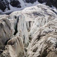 на леднике  Кундюм-Межерги :: Леонид Сергиенко