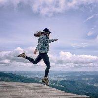 Когда стоишь на краю утёса, – прыгни, чтобы полететь, а не чтобы упасть :: Елена Данько