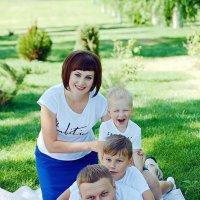 Семейная фотосессия в парке Самары :: марина алексеева