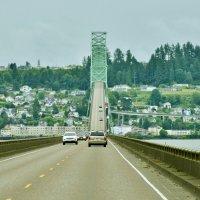 Мост из штата Вашингтон в Орегон через реку Колумбия :: Сергей Рычков