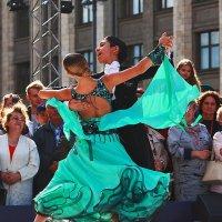 Танцы на улице ! :: Николай Кондаков