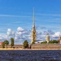 Петропавловская крепость солнечным летним днём :: Сергей В. Комаров