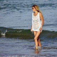 Не Афродита конечно,но тоже из моря выходит. :: Стас