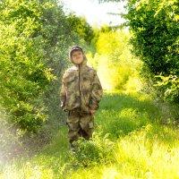 Мальчик в лесу :: Марина Кириллова