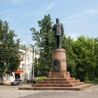 Ко дню Оружейника. Памятник В.А.Дегтяреву в Коврове :: MILAV V
