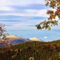 Первый снег обелил вершины :: Сергей Чиняев