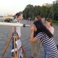 Любовь смотрит через телескоп, зависть — через микроскоп. :: Алекс Аро Аро
