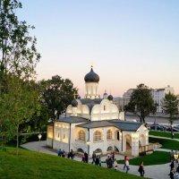 Церковь 16 века в парке Зарядье. :: Larisa Ereshchenko