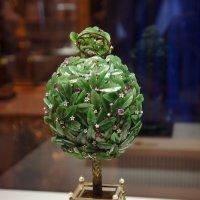 Экспонат Синей гостиной. Пасхальное яйцо «Лавровое дерево» :: Елена Павлова (Смолова)