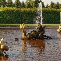 Фонтанные скульптурые изваяния :: Владимир Гилясев