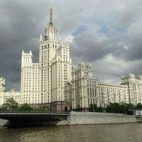 Дом на набережной. г. Москва :: Павел WoodHobby