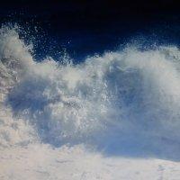 Морская пена, как брызги шампанского :: татьяна