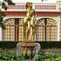 Фонтан «Колокол» со статуей «Аполлино» :: Владимир Гилясев