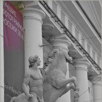 Конногвардейский манеж (статуя диоскура на портике) :: Galina Belugina