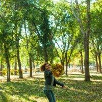 Прогулка по осеннему парку :: Albina